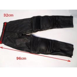 Pantalon Kayatsu piel color negro, talla equivalente 30-32.