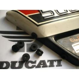 Goma fijacion tapa lateral NUEVA Ducati 500 Desmo-Twin.